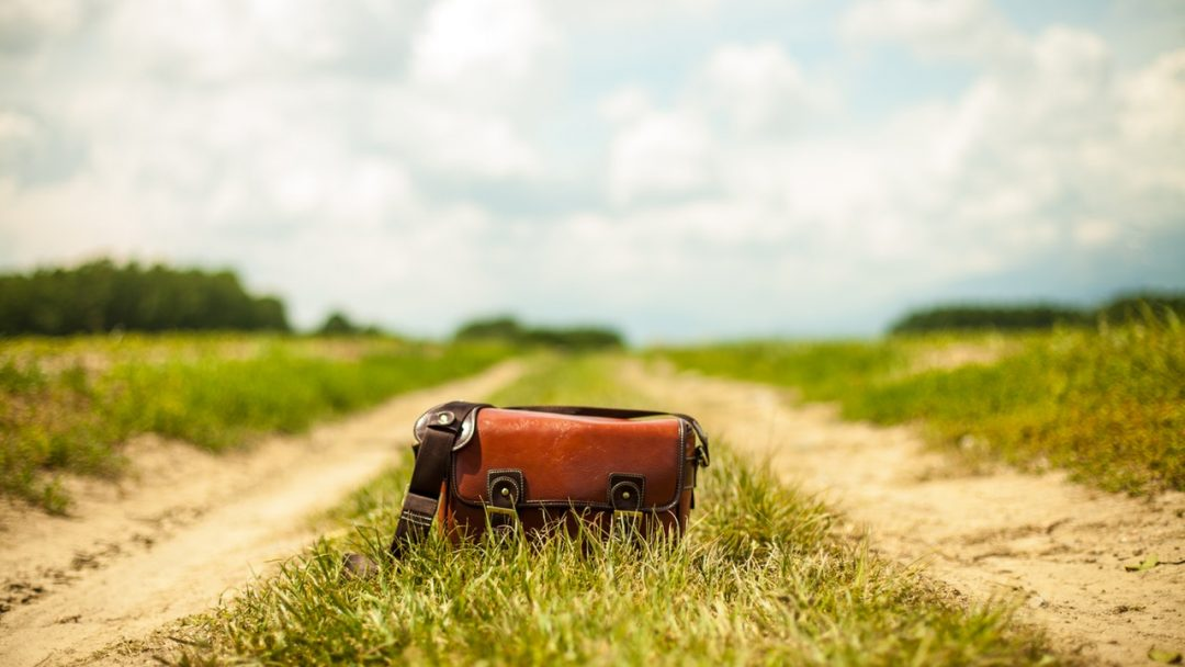 Travel Tip – A cautionary tale about what can happen when you get robbed while traveling.
